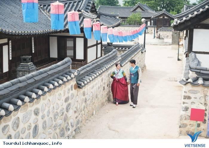 Trải Nghiệm Tour Du Thuyền Sông Hàn Và Tham Gia Lễ Hội Hoa Hồng Tại Công Viên Everland