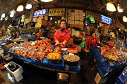 Chợ đêm Seoul sầm uất đầy náo nhiệt