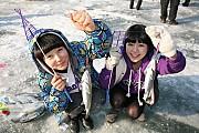 Lễ hội câu cá hồi trên băng Sancheoneo Hwacheon