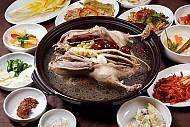 Tới Hàn Quốc Mùa Hè Thưởng Thức Món Gà Hầm Sâm Giải Nhiệt