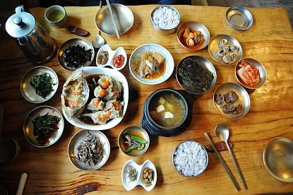Lý Giải Những Đôi Đũa Kim Loại Trong Văn Hóa Ăn Uống Hàn Quốc
