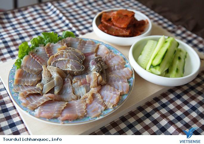 Món cá đuối lên men bốc mùi chất thải của Hàn Quốc - Ảnh 1
