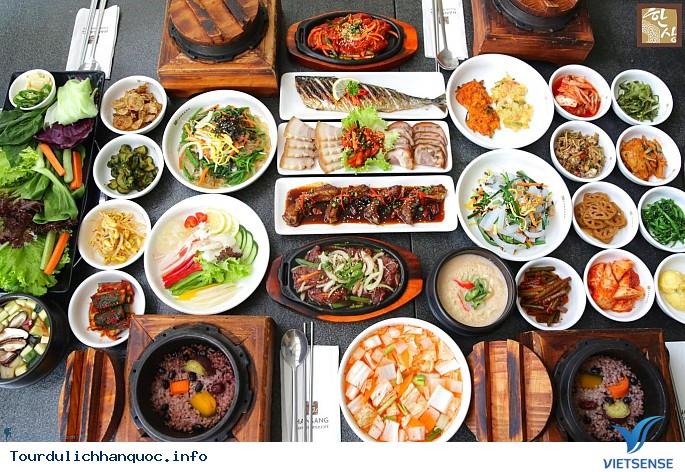 Món canh bánh gạo Tteok kuk truyền thống của Hàn Quốc - Ảnh 1