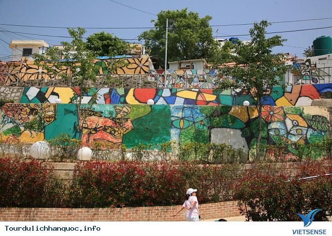 Những ngôi làng bích họa đẹp mê ly ở Hàn Quốc - Ảnh 5