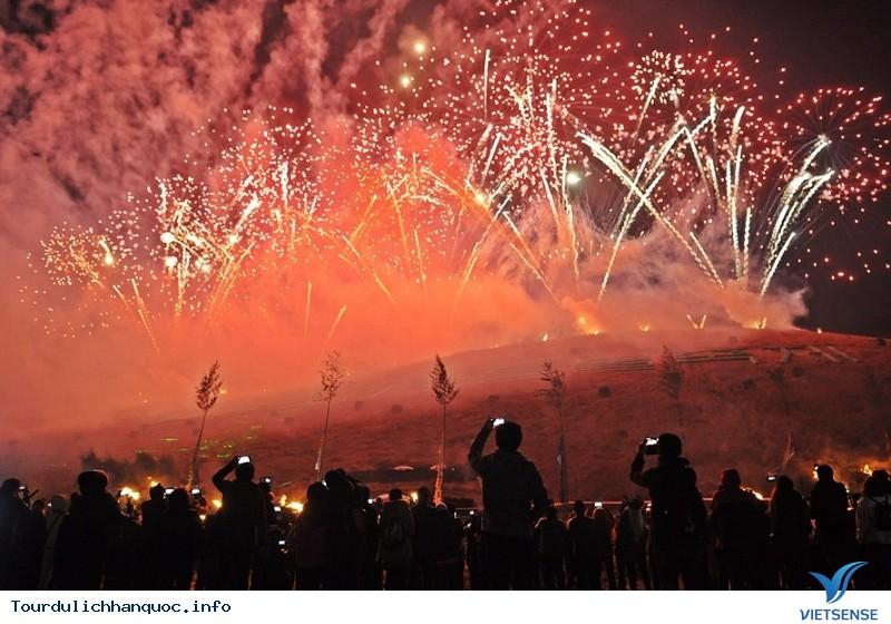 Hòa cùng sức nóng của Lễ hội Lửa Jeju - Ảnh 1