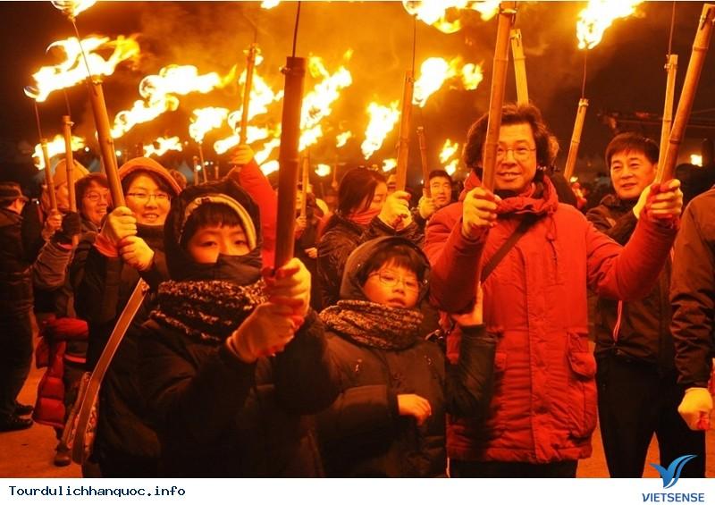 Hòa cùng sức nóng của Lễ hội Lửa Jeju - Ảnh 2