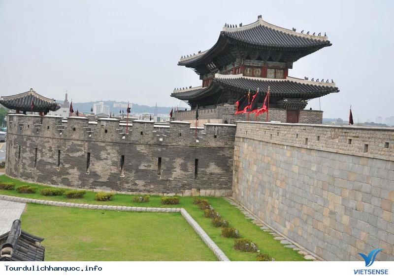 Thành cổ Hwaseong – Nơi tổ chức Lễ hội văn hóa Hwaseong Suwon - Ảnh 1