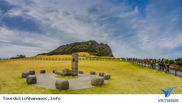 Chinh phục đỉnh Seongsan Ilchulbong để ngắm mặt trời mọc - Ảnh 2