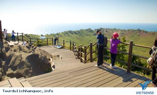 Chinh phục đỉnh Seongsan Ilchulbong để ngắm mặt trời mọc - Ảnh 4