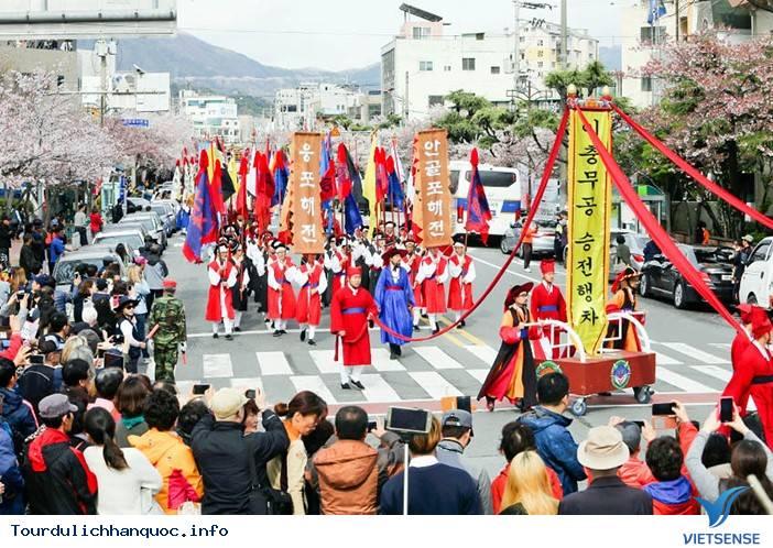 Jinhae-gu: Một mảnh trời hoa đào của xứ sở Hàn Quốc - Ảnh 3