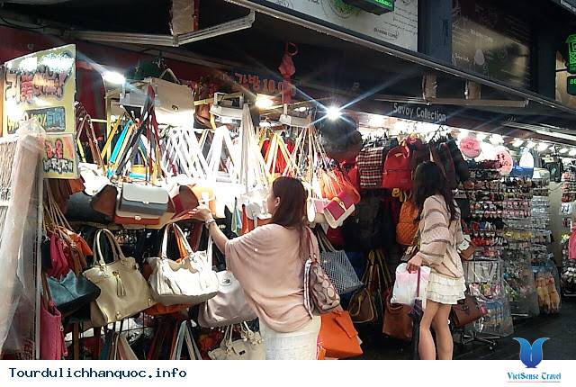Khu Phố Mua Sắm Myeongdong - Ảnh 2