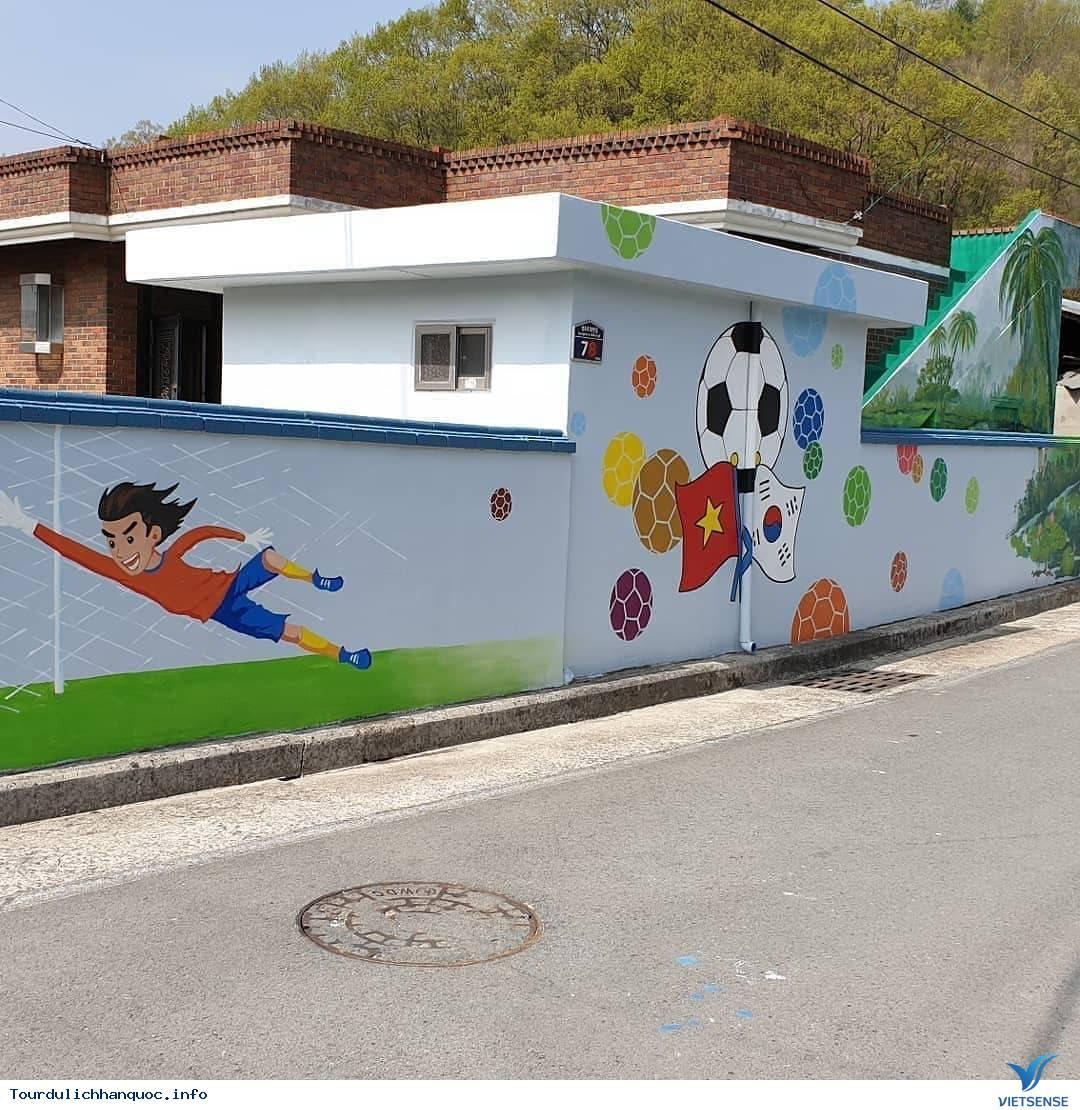Khu phố tràn ngập những bức bích họa về đội tuyển Việt Nam tại Hàn Quốc - Ảnh 6