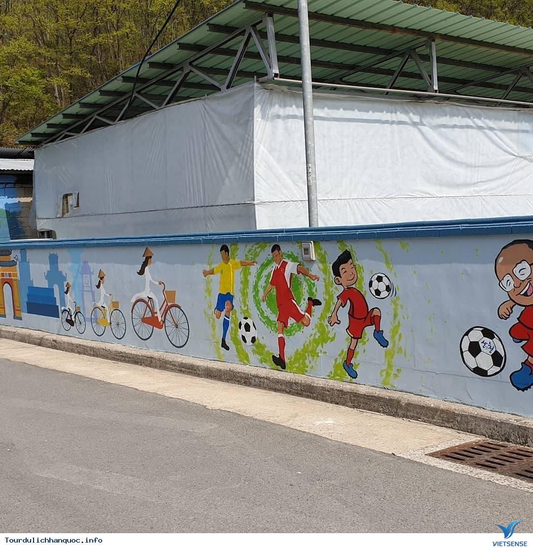 Khu phố tràn ngập những bức bích họa về đội tuyển Việt Nam tại Hàn Quốc - Ảnh 3