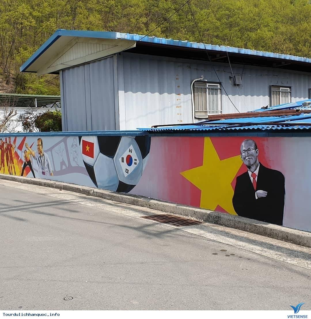 Khu phố tràn ngập những bức bích họa về đội tuyển Việt Nam tại Hàn Quốc - Ảnh 5