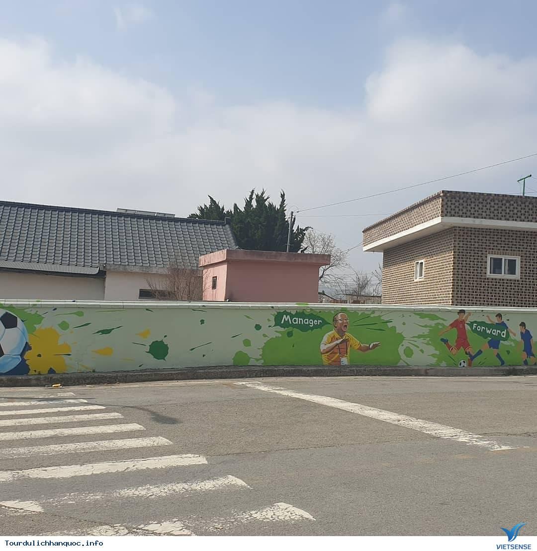 Khu phố tràn ngập những bức bích họa về đội tuyển Việt Nam tại Hàn Quốc - Ảnh 4