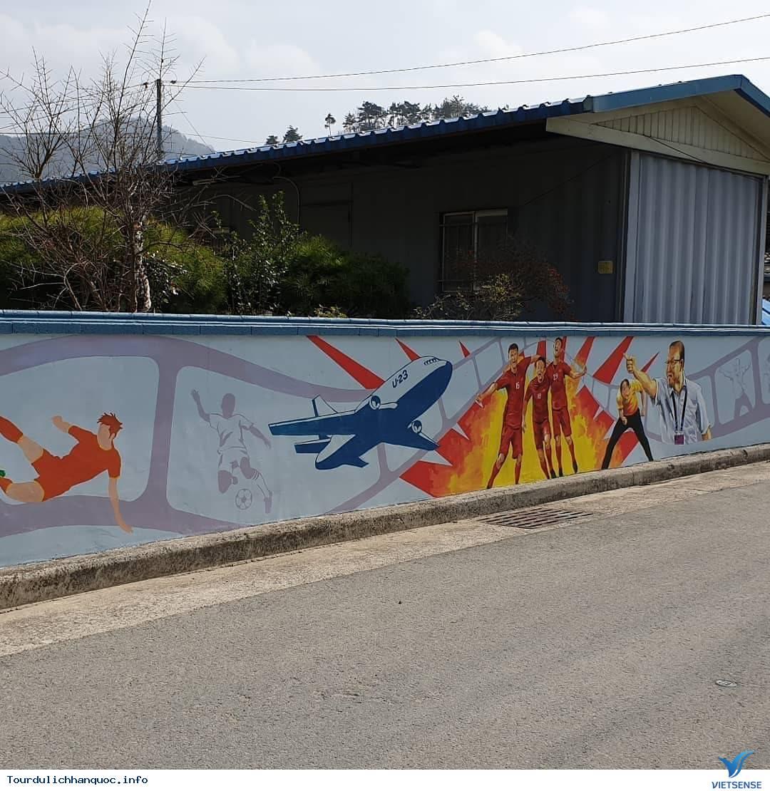 Khu phố tràn ngập những bức bích họa về đội tuyển Việt Nam tại Hàn Quốc - Ảnh 2