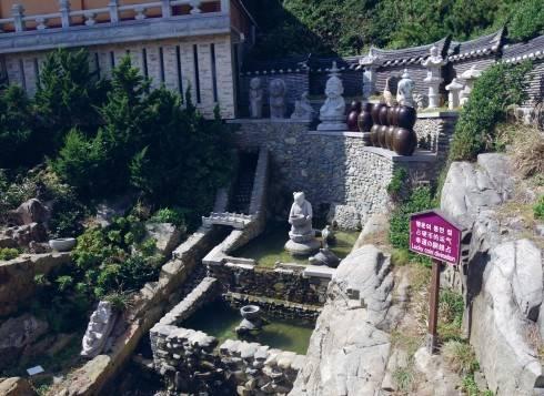 Ngôi chùa cổ Haedong Yonggungsa 600 tuổi ở Busan - Ảnh 1