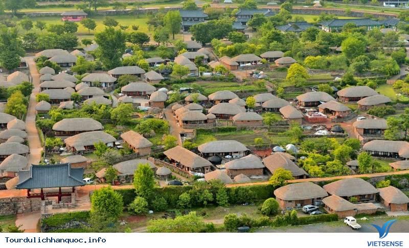 Ngôi Làng Cổ Mang Hình Cây Nấm Đầy Thú Vị Hấp Dẫn Du Khách Ở Hàn Quốc - Ảnh 2