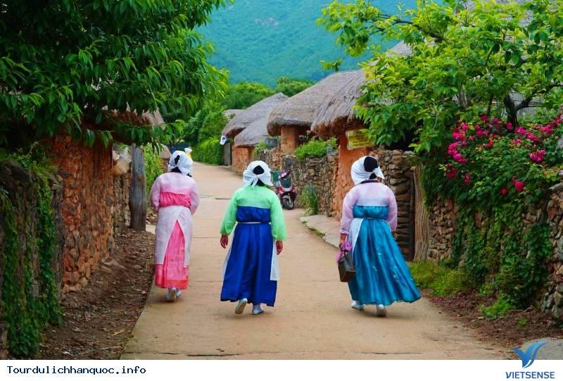Ngôi Làng Cổ Mang Hình Cây Nấm Đầy Thú Vị Hấp Dẫn Du Khách Ở Hàn Quốc - Ảnh 3