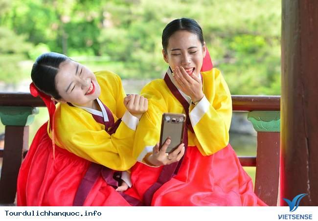 Nữ sinh Hàn Quốc rạng ngời trong lễ trưởng thành - Ảnh 7