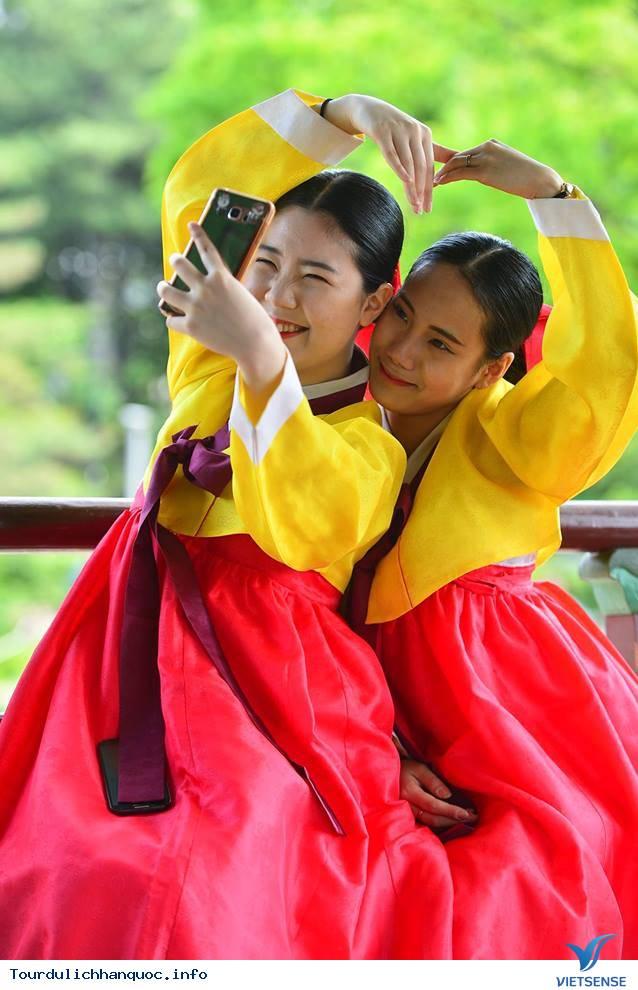 Nữ sinh Hàn Quốc rạng ngời trong lễ trưởng thành - Ảnh 8