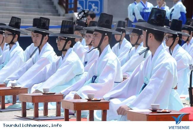 Nữ sinh Hàn Quốc rạng ngời trong lễ trưởng thành - Ảnh 2