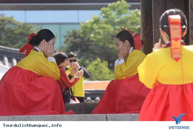 Nữ sinh Hàn Quốc rạng ngời trong lễ trưởng thành - Ảnh 9