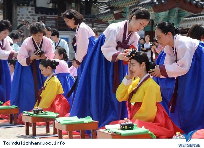 Nữ sinh Hàn Quốc rạng ngời trong lễ trưởng thành - Ảnh 5