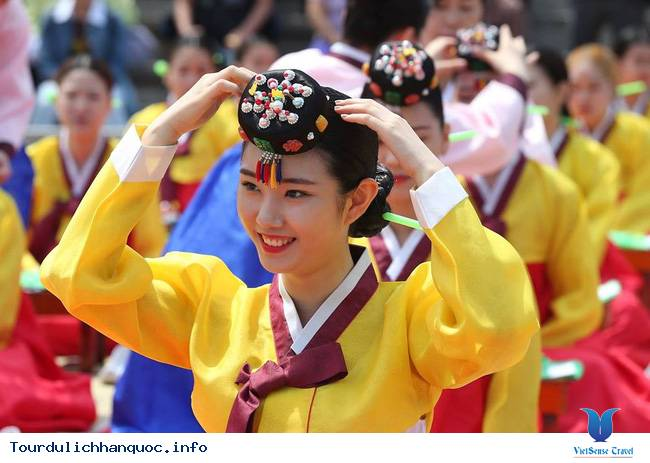 Nữ sinh Hàn Quốc rạng ngời trong lễ trưởng thành - Ảnh 4