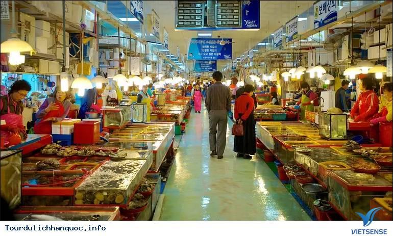 """Thăm chợ và """"tẹt ga"""" với đồ hải sản ở khu chợ Busan - Ảnh 1"""