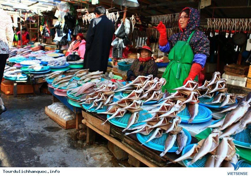 """Thăm chợ và """"tẹt ga"""" với đồ hải sản ở khu chợ Busan - Ảnh 4"""