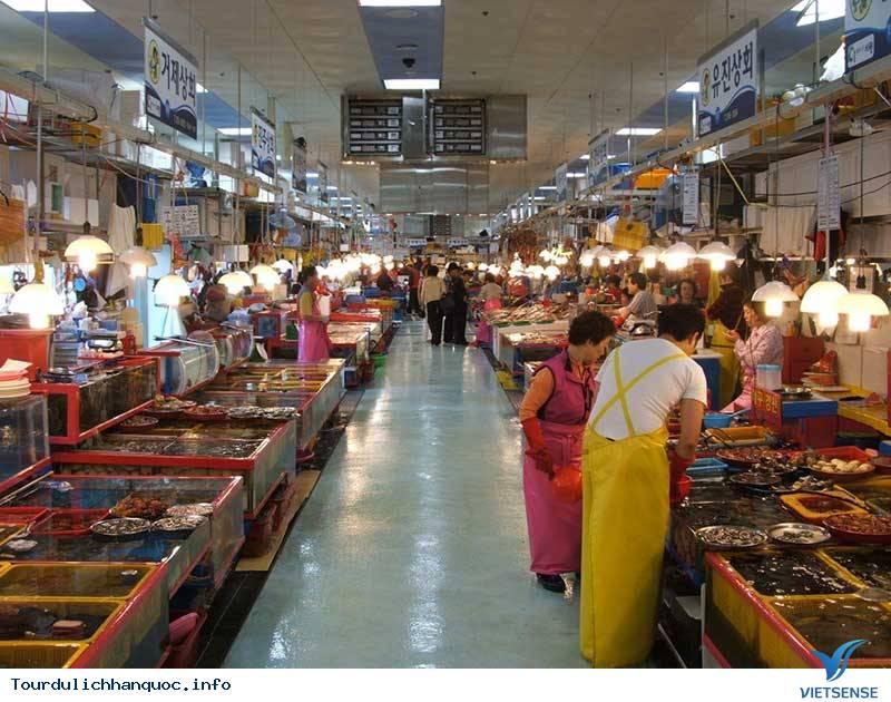 """Thăm chợ và """"tẹt ga"""" với đồ hải sản ở khu chợ Busan - Ảnh 3"""
