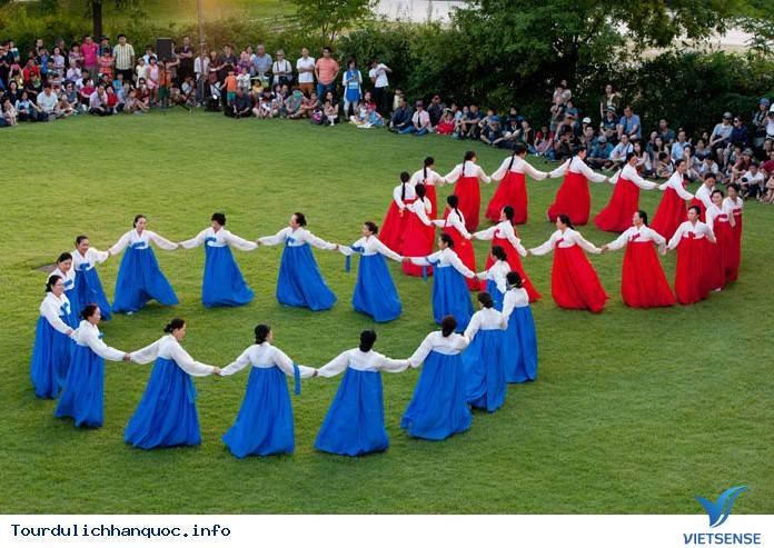 Trải nghiệm và khám phá về vũ hội đêm trăng Ganggangsullae - Ảnh 2